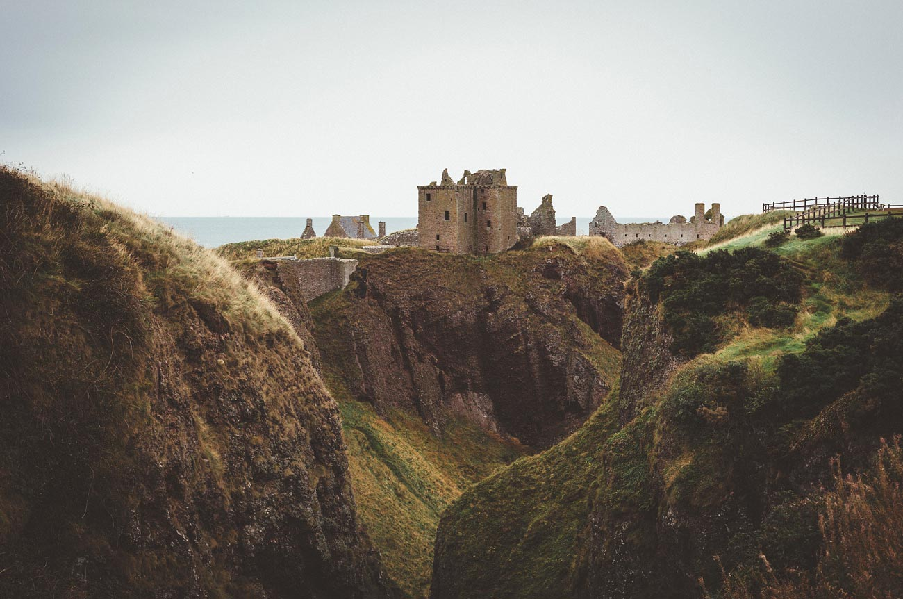 dunnottar castle elopement wedding photographer scotland scottish highlands abderdeenshire aj 0001