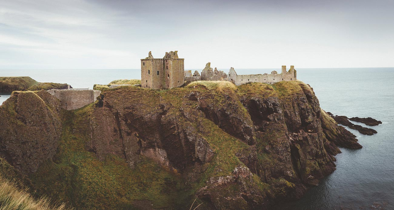 dunnottar castle elopement wedding photographer scotland scottish highlands abderdeenshire aj 0002