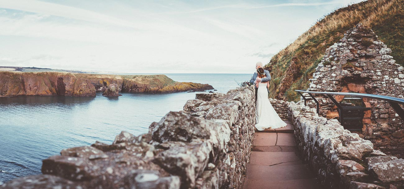 dunnottar castle elopement wedding photographer scotland scottish highlands abderdeenshire aj 0031