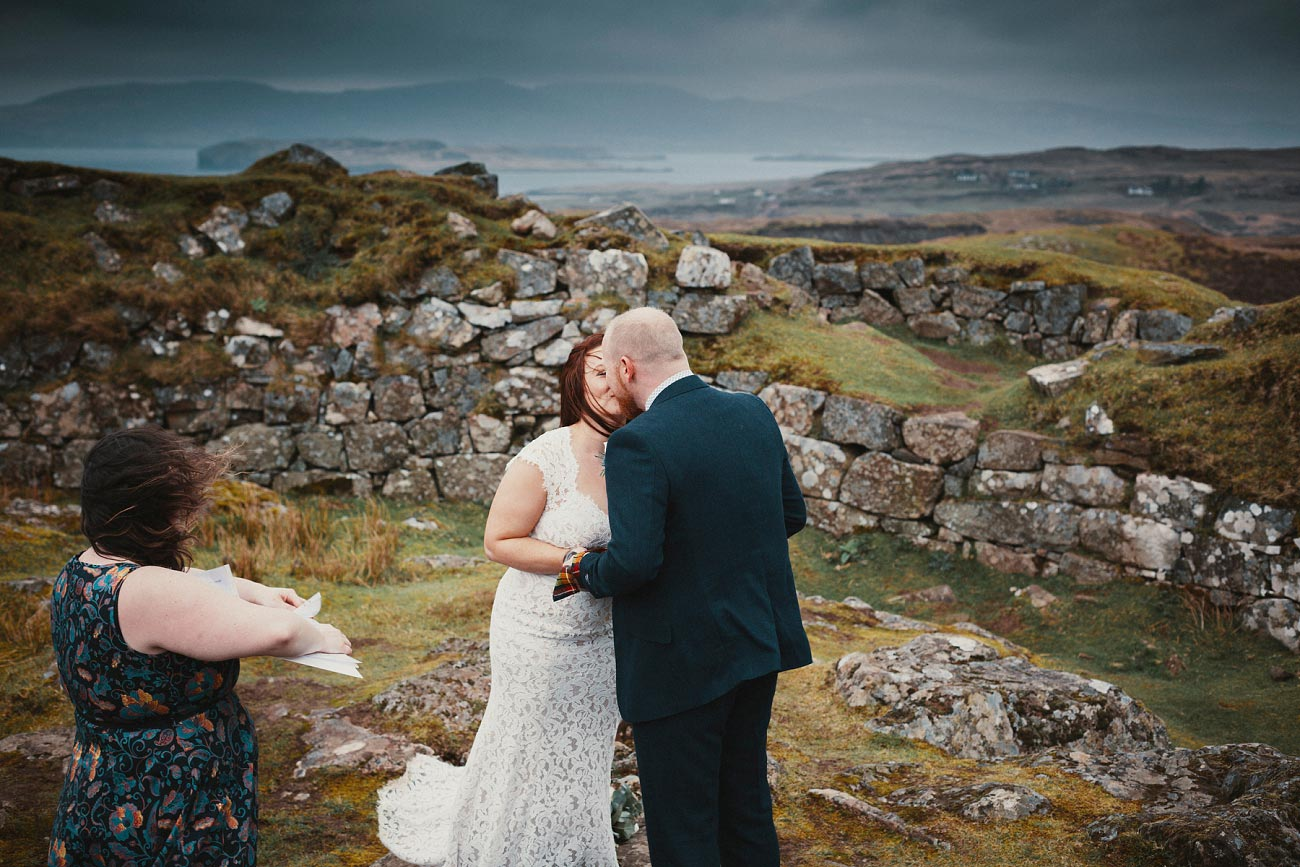elopement wedding photographer isle of skye scottish highlands scotland 0010