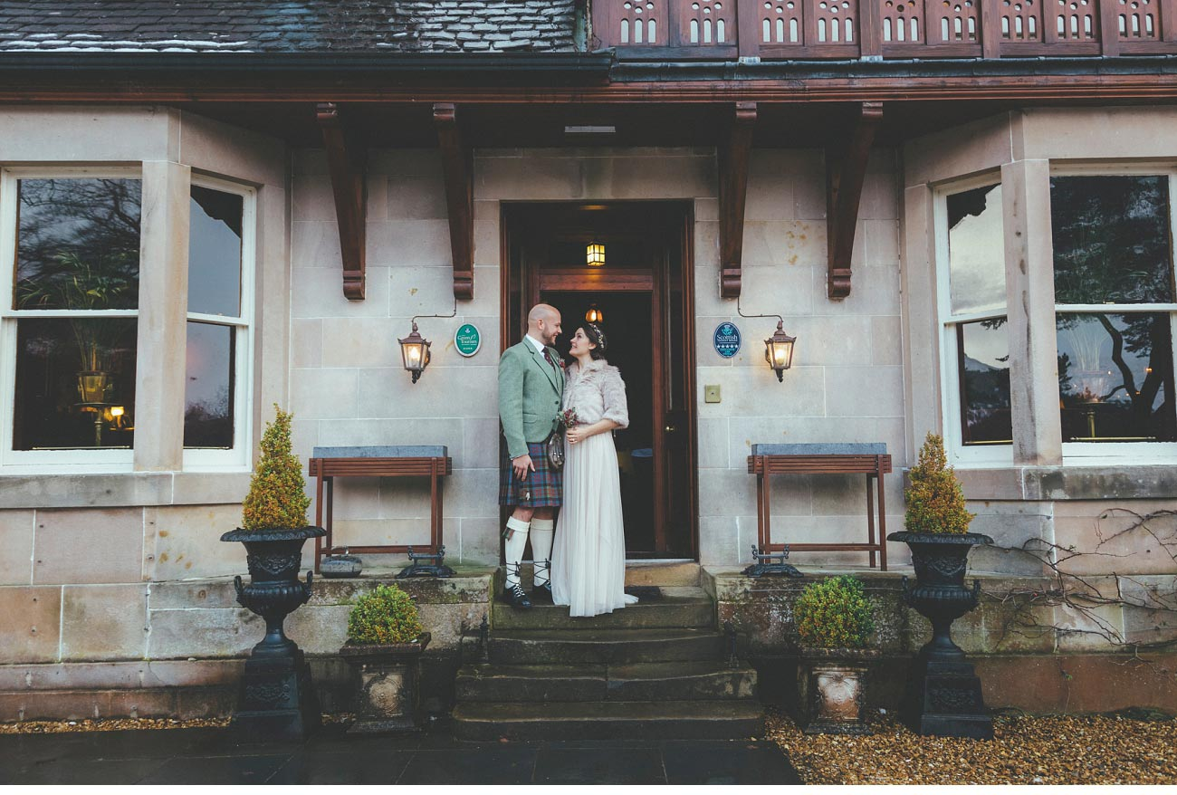 wedding photographer lodge on loch goil elopement outdoor treehouse 0017
