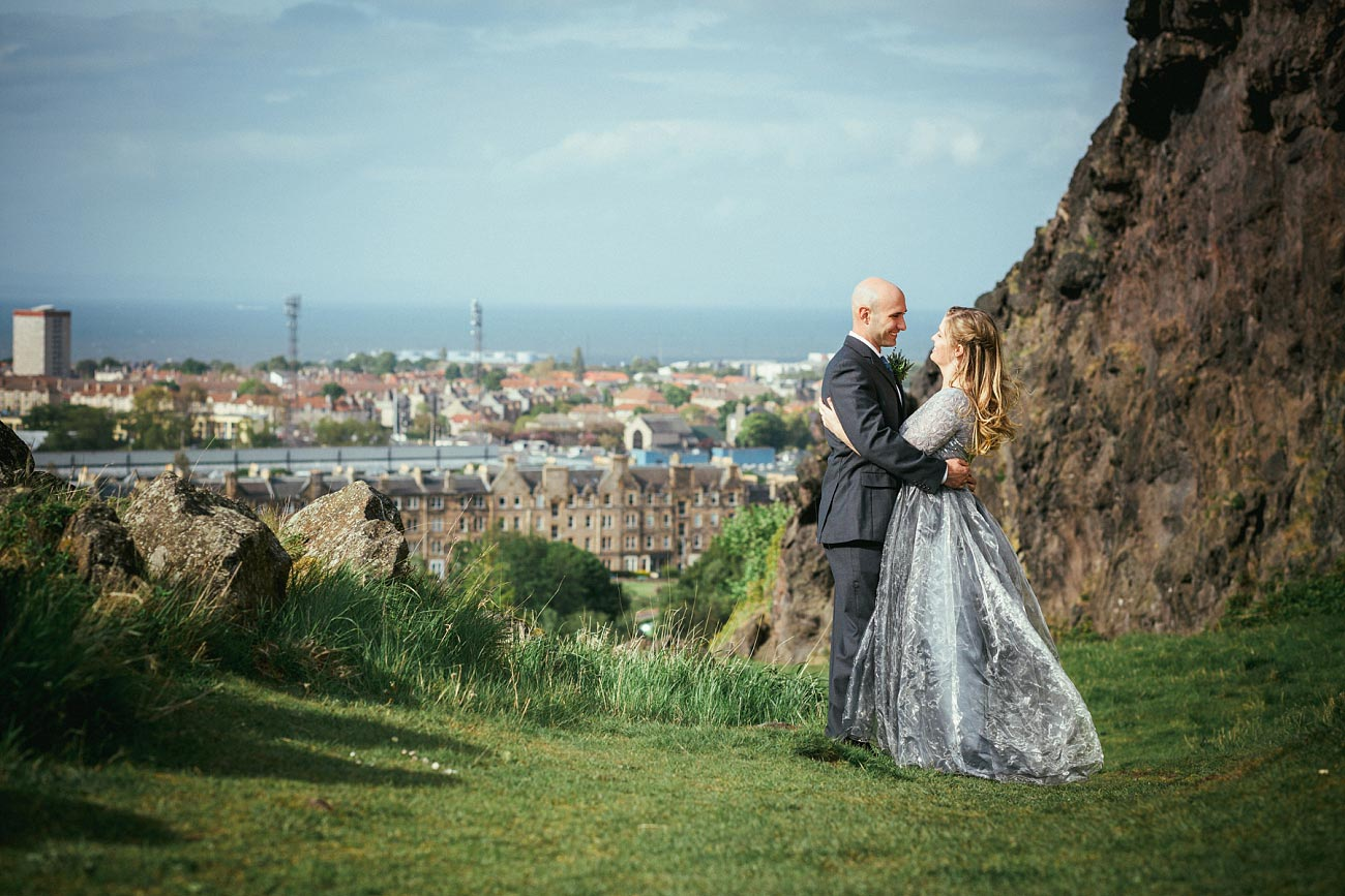 wedding photography edinburgh st anthonys chapel ruins 0021