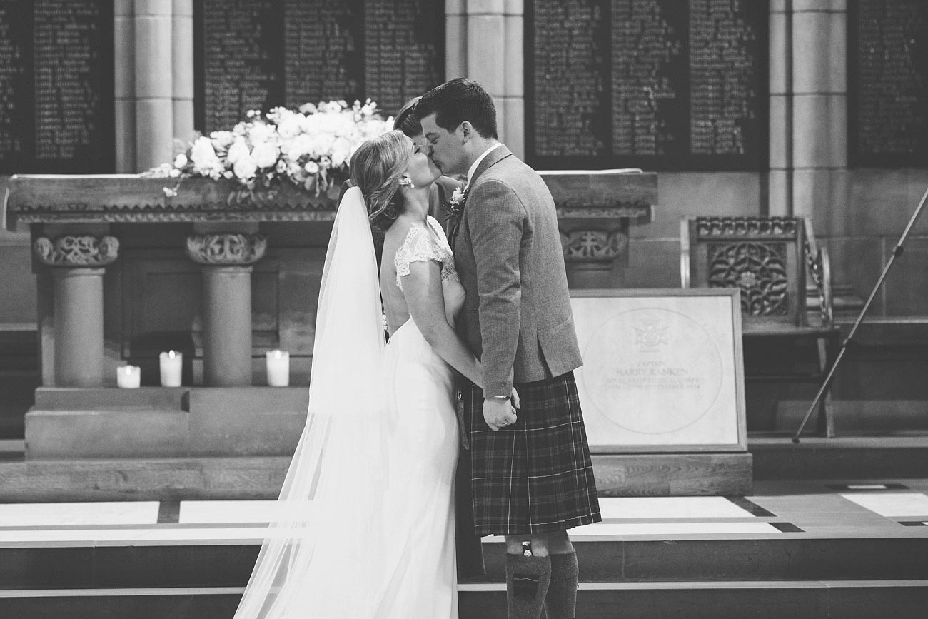 wedding photography glasgow university chapel oran mor reportage 20