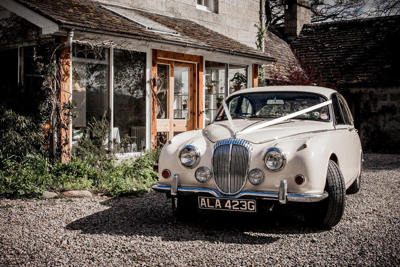 Dell of Abernethy, Wedding Car