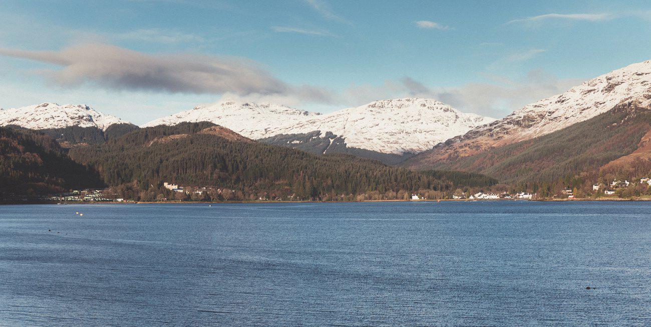 relaxed lodge on loch goil elopement wedding winter scottish highlands 0010