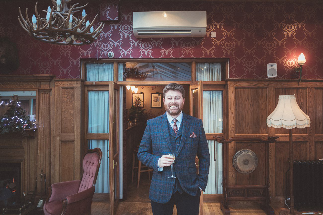 relaxed lodge on loch goil elopement wedding winter scottish highlands 0015