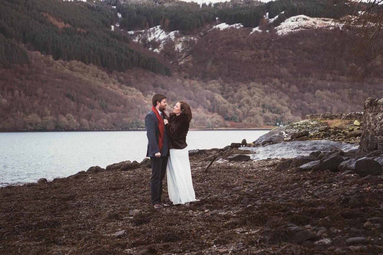 relaxed lodge on loch goil elopement wedding winter scottish highlands 0039