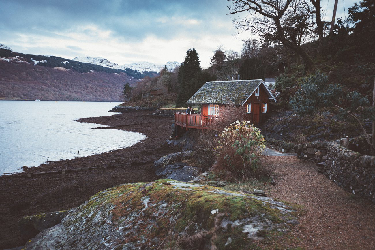 relaxed lodge on loch goil elopement wedding winter scottish highlands 0045