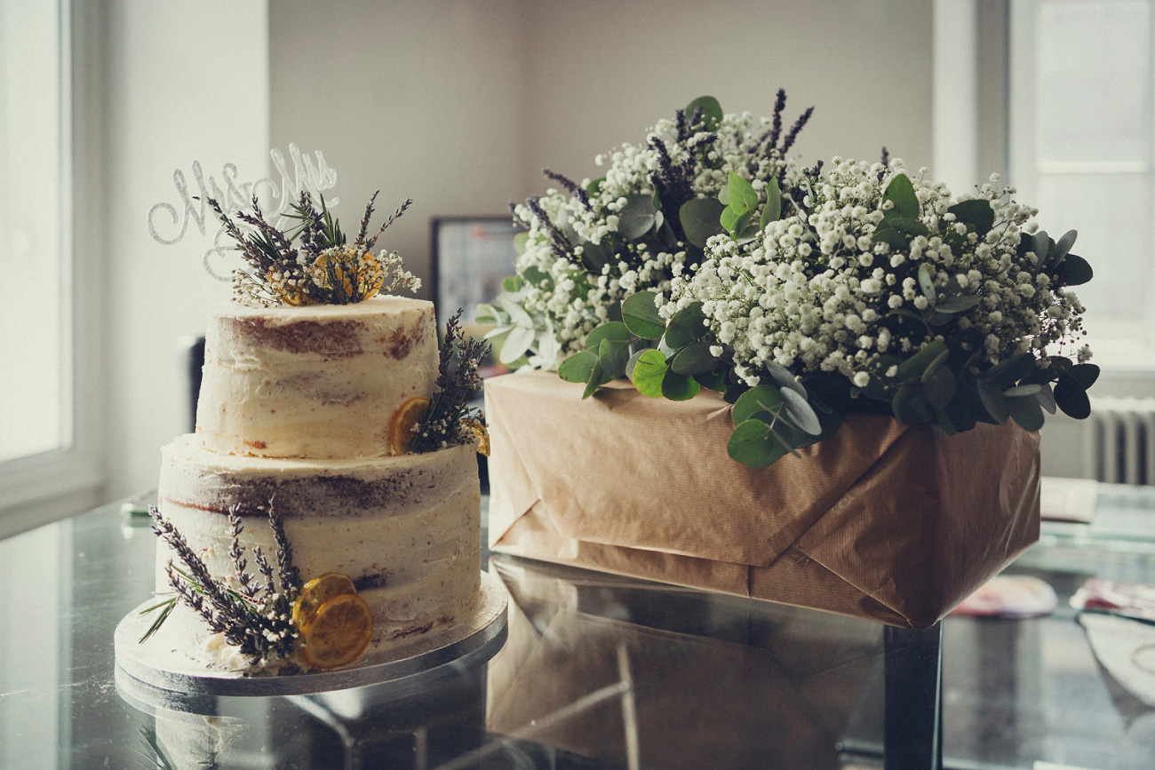 rustic wedding cake and flowers