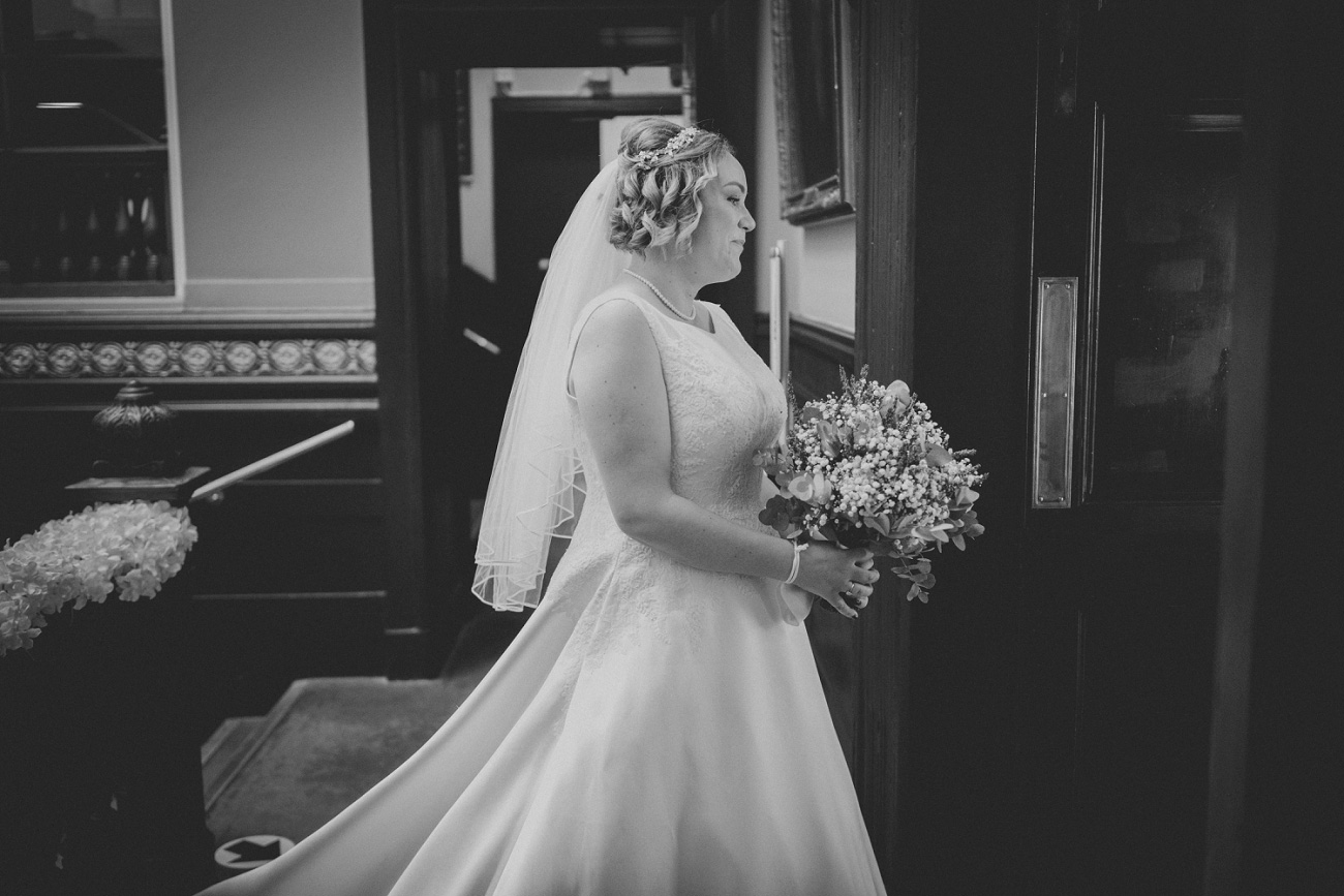 real wedding, black and white reportage wedding photography, glasgow, scotland. trades hall, merchant city.
